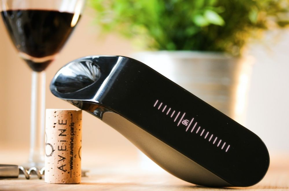 Aveine smart wine aerator